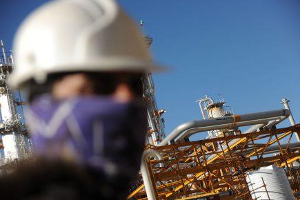 مناقصه و مزایده شرکتهای نفتی خوزستان در استانهای دیگر برگزار میشود!